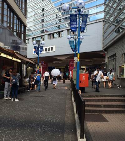 横浜駅前-vert1-.jpg